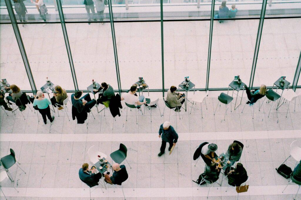 """Neue Studie: """"HR-Jobmarkt-Report"""" analysiert den Online-Arbeitsmarkt seit 2016"""